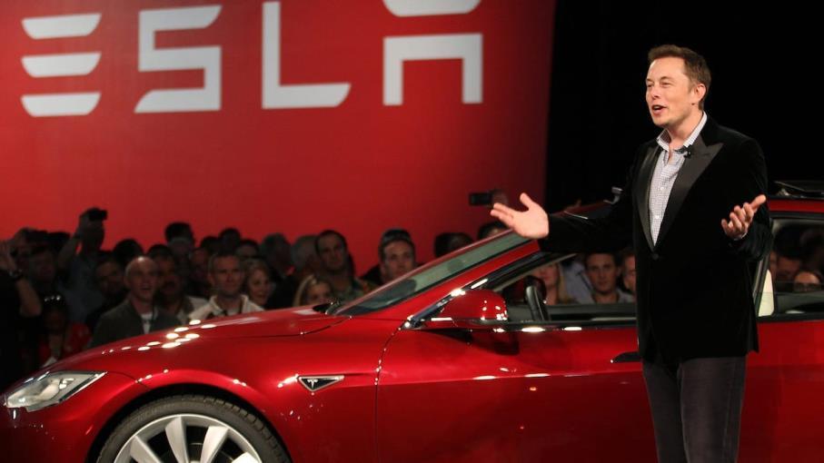 Tesla annuncia il frazionamento azioni: il titolo vola in Borsa