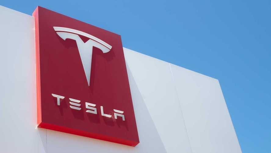 Tesla: tutte le ragioni per comprare e vendere le azioni adesso