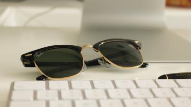Facebook e EssilorLuxottica lanciano gli occhiali Ray-Ban Stories