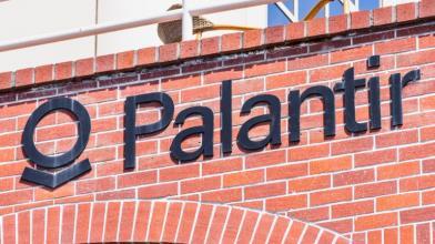 Palantir accetta pagamenti in Bitcoin e le azioni volano in Borsa