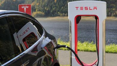 Tesla sfida il lockdown e riapre gli stabilimenti