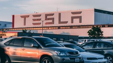 Tesla vola a WS con Bitcoin e T-Note, Audi la sfida del futuro