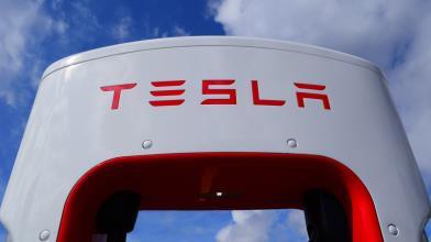 Tesla: i 5 motivi per cui le azioni scendono in Borsa