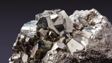 Materie prime: quotazioni minerale di ferro crollano, ecco perché