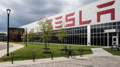 AI e transizione energetica favoriscono Tesla a Wall Street
