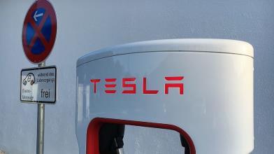 Tesla: CdA approva pacchetto multimiliardario per Musk