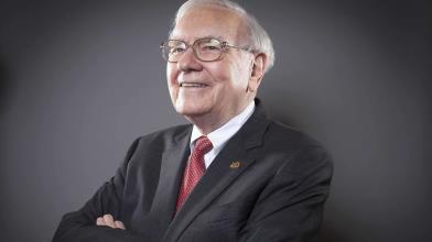 Borsa: i 4 libri suggeriti da Buffett per investire in azioni